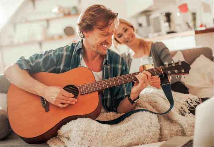 couple playing guitar