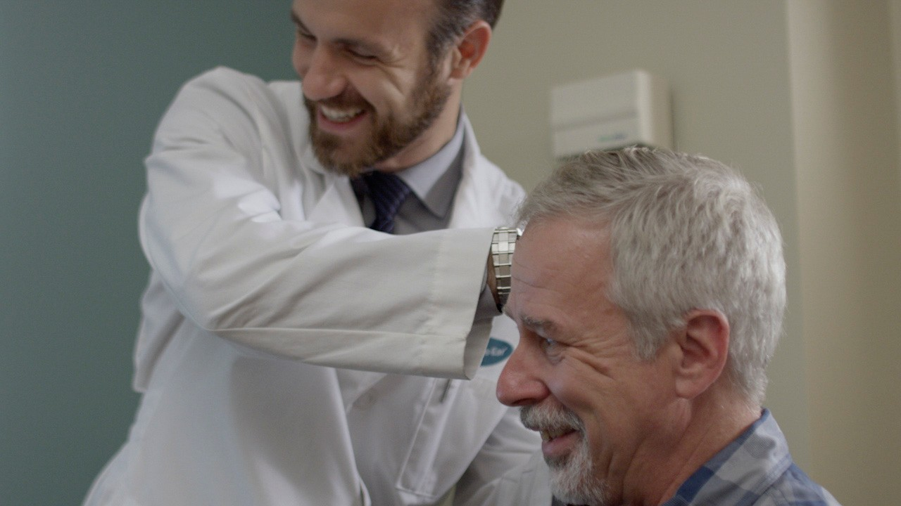 Miracle-Ear audiologist and an elderly man during a hearing test