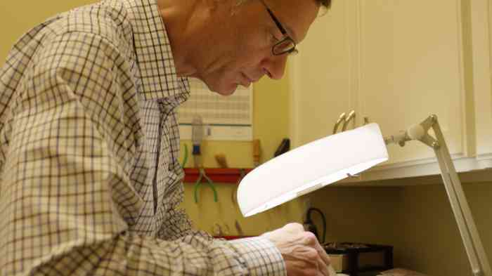 Miracle-Ear hearing aid specialist John at work